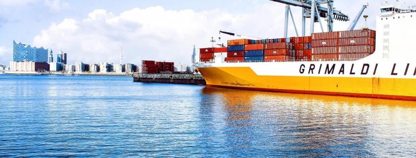 Transporte marítimo en contenedor en Old Port