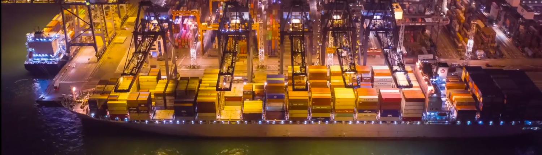 Transporte marítimo en contenedor en el puerto de Tin Can